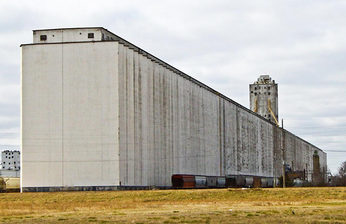 http://hubbubblog.files.wordpress.com/2011/10/grain-elevator.jpg?w=640